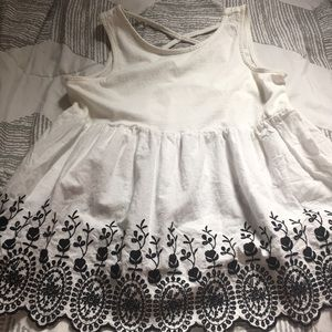 GAP kids: super cute tank top with embroidery